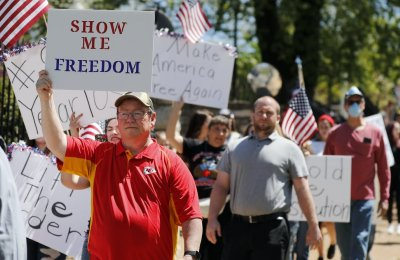 Protestors in Missouri protesting lockdown restrictions