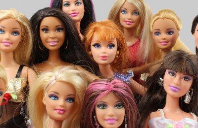 Image of many barbie dolls together