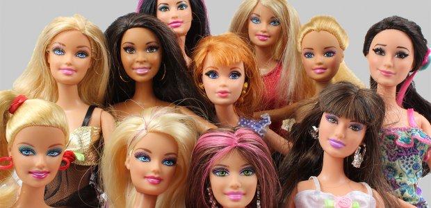Photo of many barbie dolls