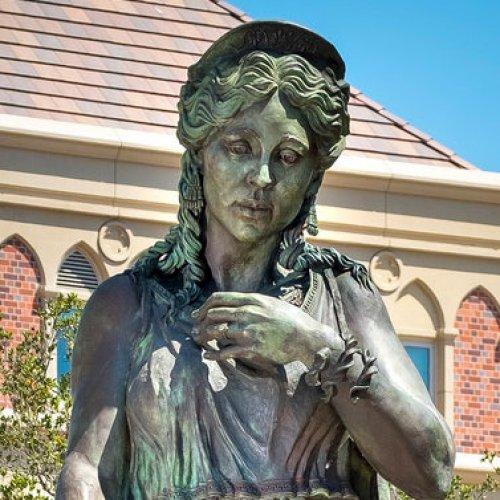 Photo of the statue of Hecuba